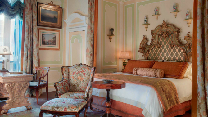 Brilliant Master Bedrooms in Italian Hotels for iSaloni 2016 master bedrooms Brilliant Master Bedrooms in Italian Hotels Hemingway Suite bedroom by The Gritti Palace