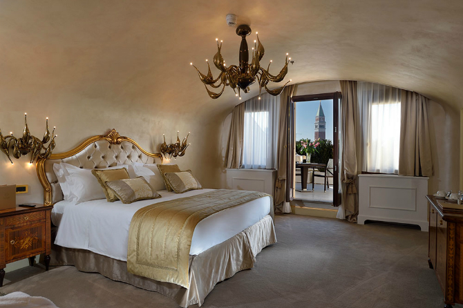 master bedrooms Brilliant Master Bedrooms in Italian Hotels Suite by Hotel Ai Cavalieri 2
