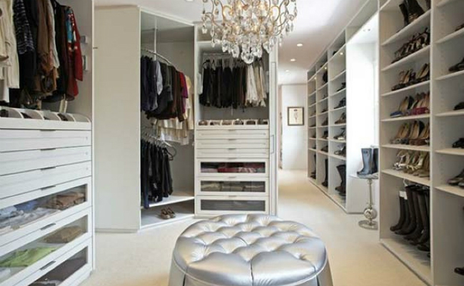 walk-in closets Fabulous Walk-In Closets to Make your Bedroom Interior More Organized! 9 5