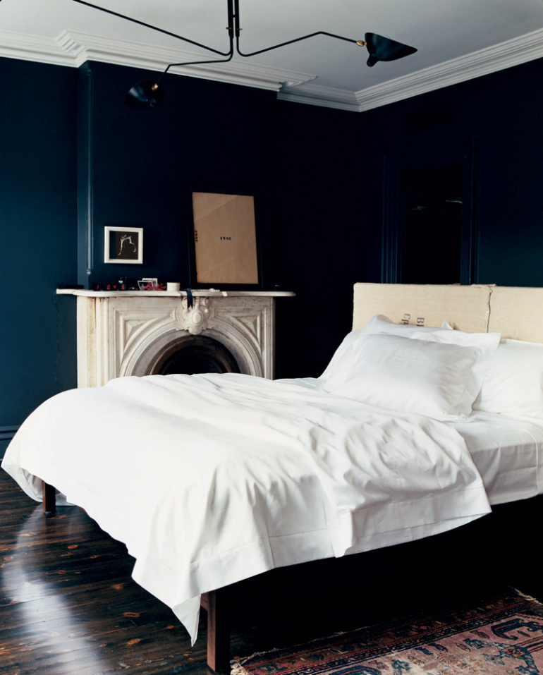 Stylish Black Bedrooms with Goth Glamour black bedrooms Stylish Black Bedrooms with Goth Glamour 1 4