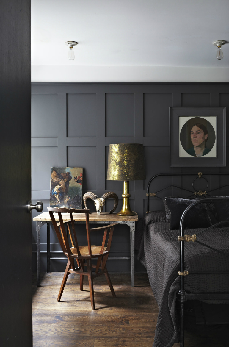 Stylish Black Bedrooms with Goth Glamour black bedrooms Stylish Black Bedrooms with Goth Glamour 3 4