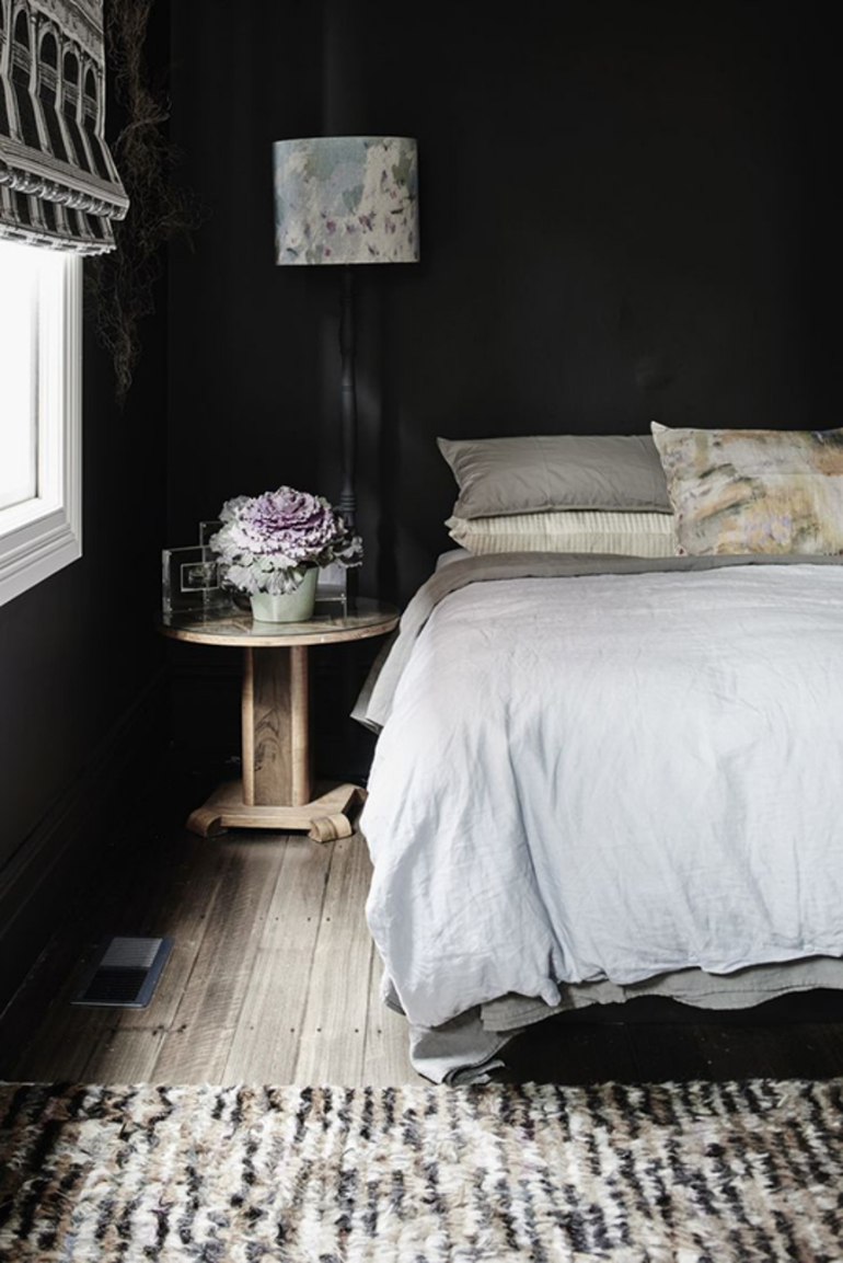 Stylish Black Bedrooms with Goth Glamour black bedrooms Stylish Black Bedrooms with Goth Glamour 4 4