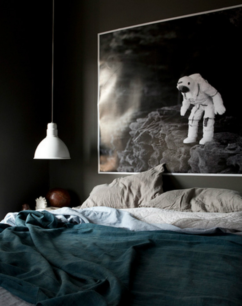black bedrooms Stylish Black Bedrooms with Goth Glamour 6 4