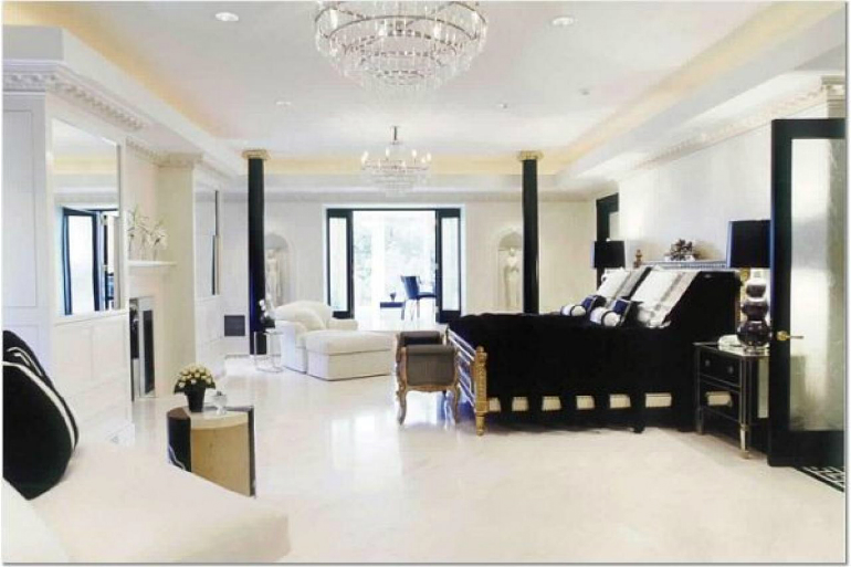 Lavish Black Bedrooms for Gothic-Inspired Homes black bedrooms Lavish Black Bedrooms for Gothic-Inspired Homes 1 29