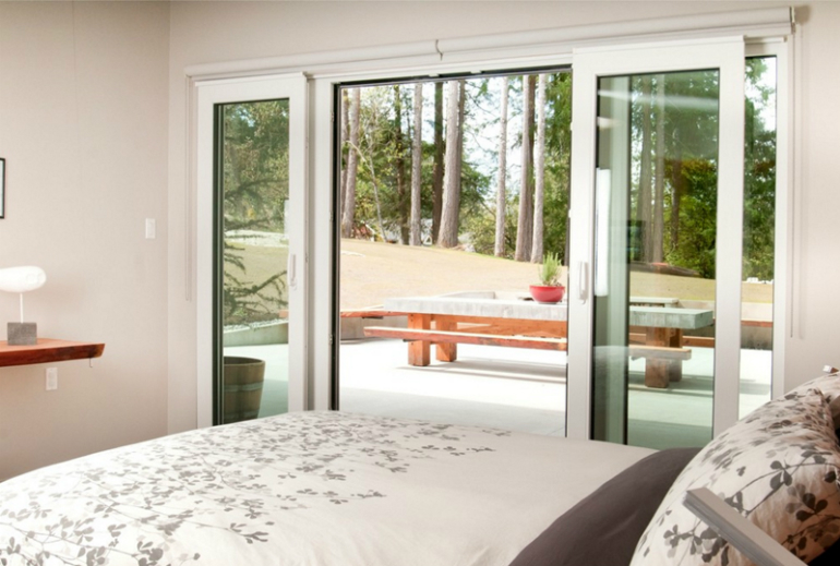 10 glass sliding doors 10 Glorious Bedroom Decors with Glass Sliding Doors 10 9