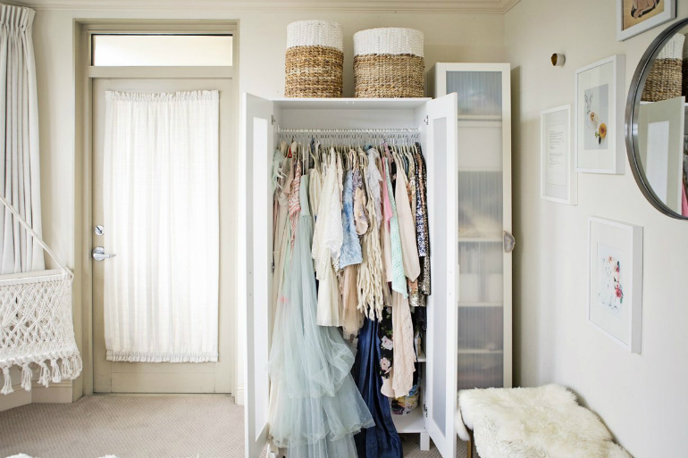 10 Astute Storage Tips for Bedroom Sets With No Closets bedroom sets 10 Astute Storage Tips for Bedroom Sets With No Closets 7 7