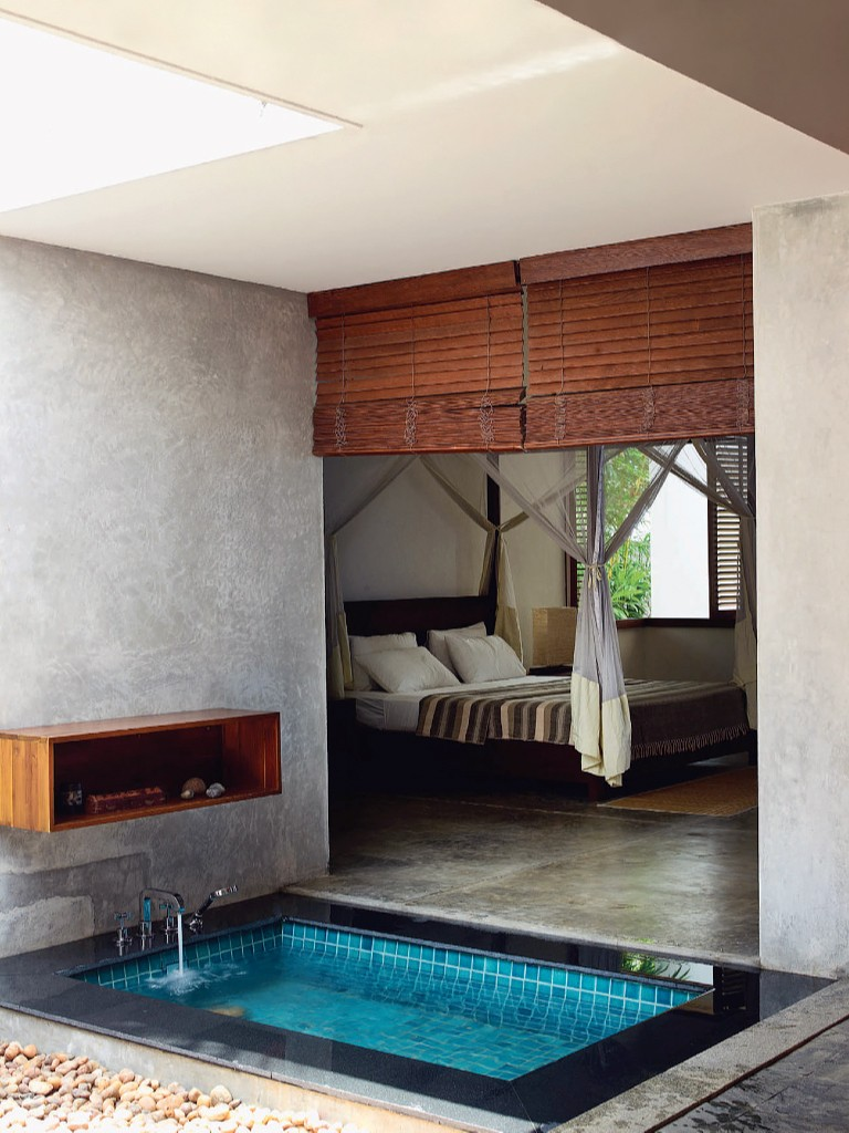 2 luxury bathtub Have or not have a luxury bathtub in the bedroom? That's the Question! 2 2