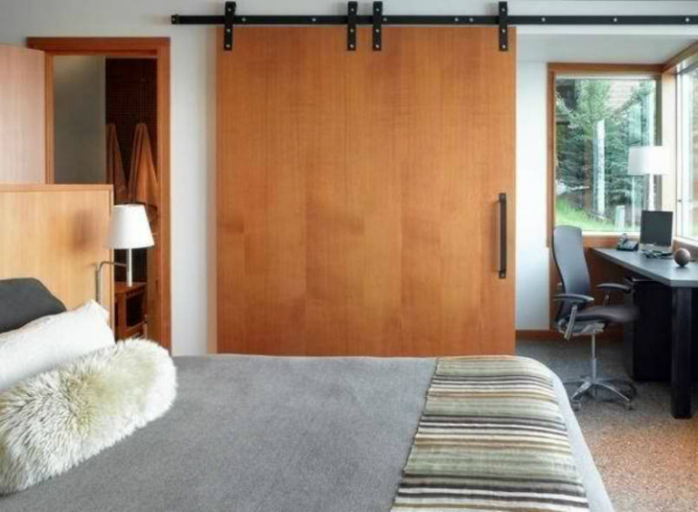 Sliding Doors - Idaho-Lakers sliding doors 10 Splendid Bedrooms with Wooden Sliding Doors Idaho Lakers