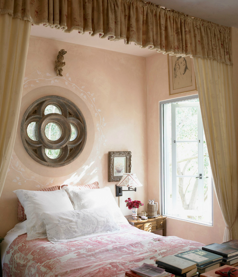 5 Girls Bedroom Girls Bedroom: Mature, Glamorous and Sweet in Pink 5 1