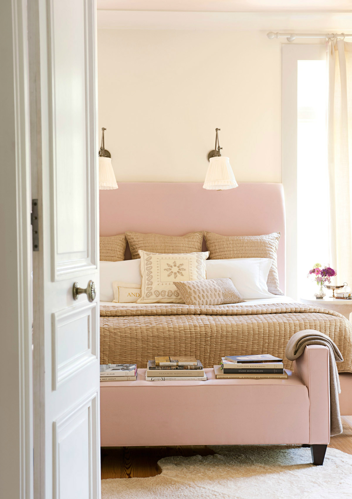 Girls Bedroom: Mature, Glamorous and Sweet in Pink Girls Bedroom Girls Bedroom: Mature, Glamorous and Sweet in Pink 7