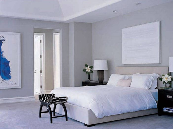 symmetrical-nightstands-2-6 celebrity bedrooms Enviable Celebrity Bedrooms Symmetrical Nightstands 2 6 e1473765711722