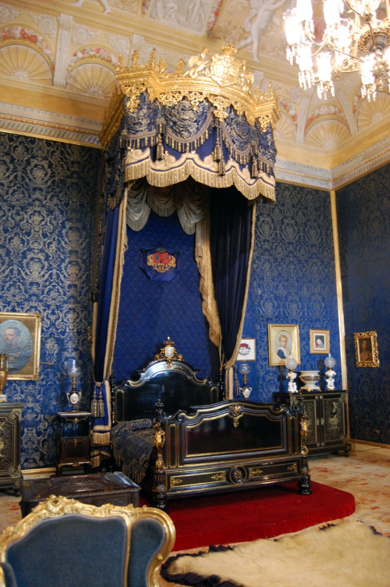 palacio da ajuda lisboa master bedrooms Opulent Master Bedrooms of Famous Palaces Palacio Ajuda Portugal