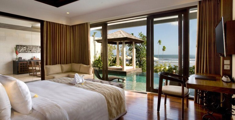 ocean view 50 Dazzling Master Bedrooms With An Ocean View 0e983771d9db73b945a5a35052469178