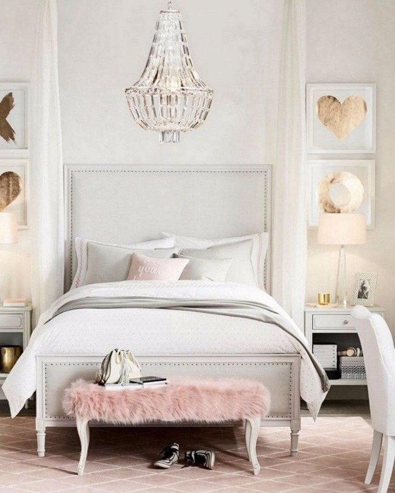 Master Bedrooms With Breathtaking Chandeliers Master Bedroom Ideas