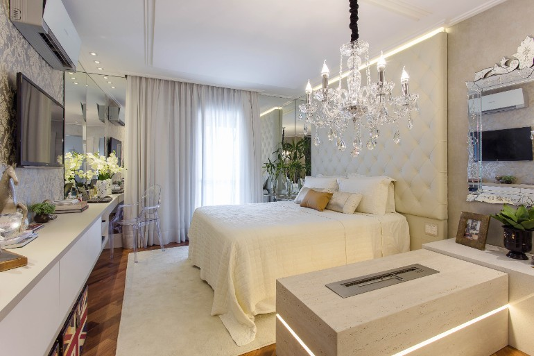 master bedrooms chandelier master bedrooms Master Bedrooms with Breathtaking Chandeliers 2f14bca303b21d87bdb7ad1abea1651f