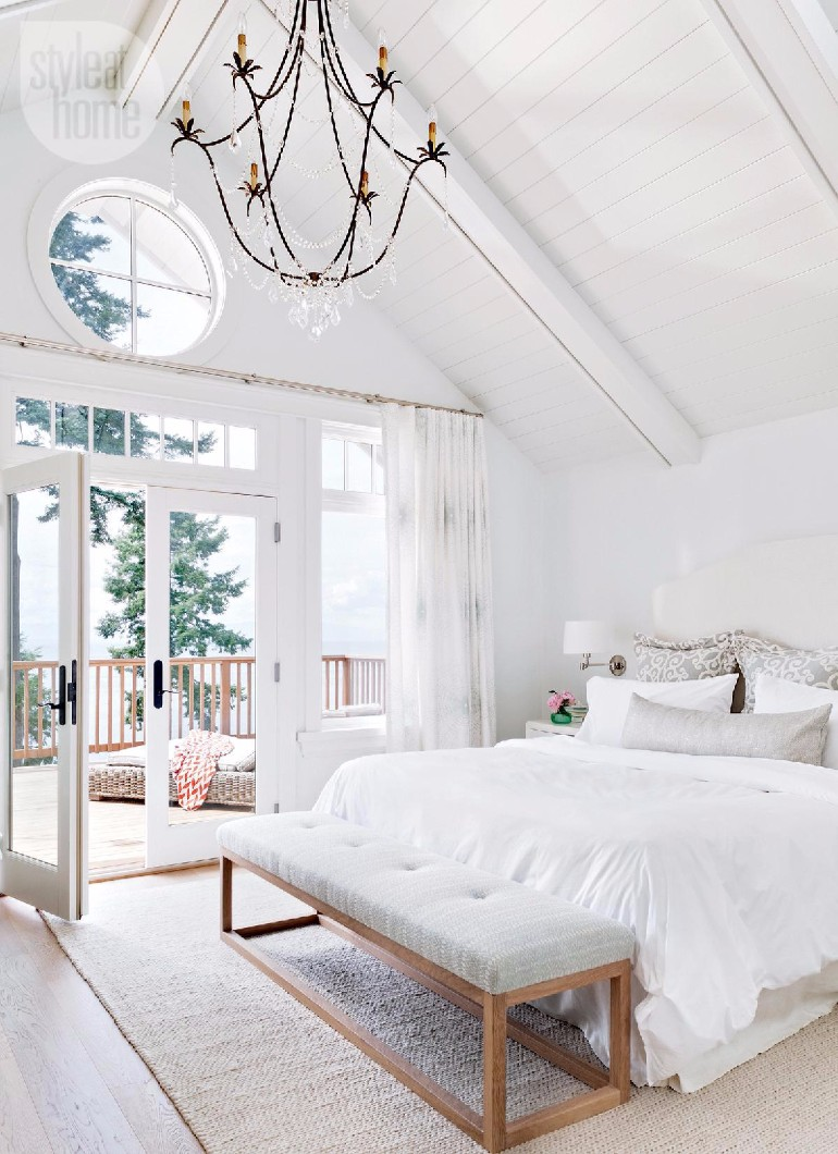 master bedroom The Best White Designs For Charming Master Bedrooms 597de90a2dd29cf00f7db7a36120c1e8