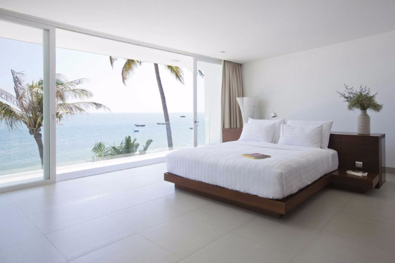 ocean view 50 Dazzling Master Bedrooms With An Ocean View 76277fdd8e4eca24c73c8529699cf47d