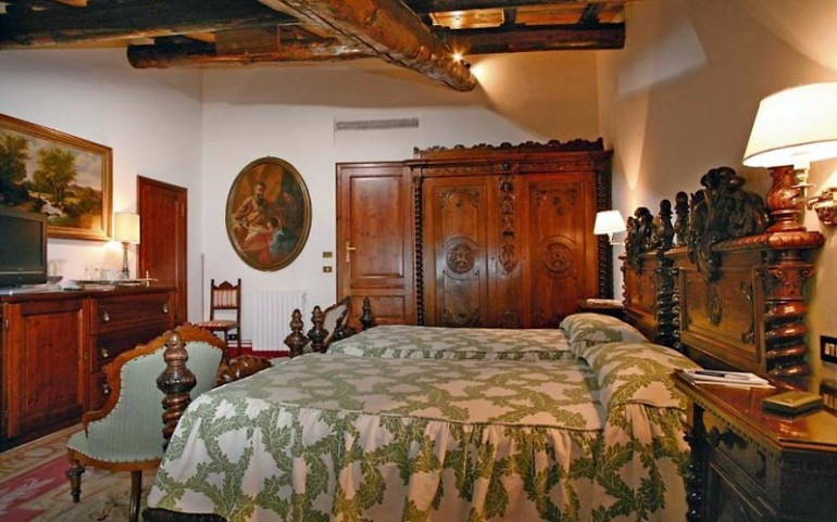 luxury hotel Top 10 Bedrooms of Italian Luxury Hotels Locanda San Virgilio Garda Italy