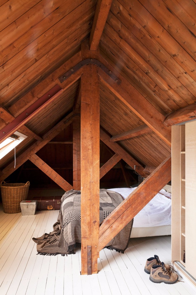attic bedroom attic bedroom 12 Masterfully Decorated Attic Bedrooms attic bedroom inspiration concept