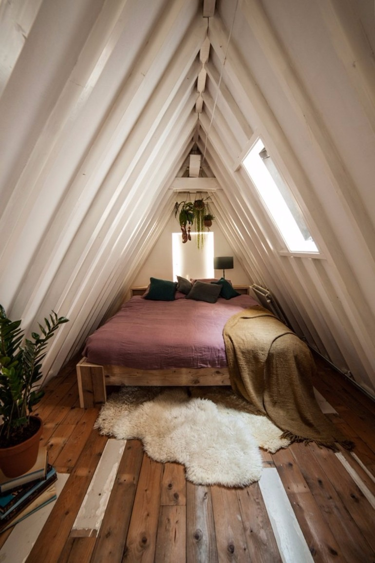 attic bedroom 12 Masterfully Decorated Attic Bedrooms atttic bedroom design idea