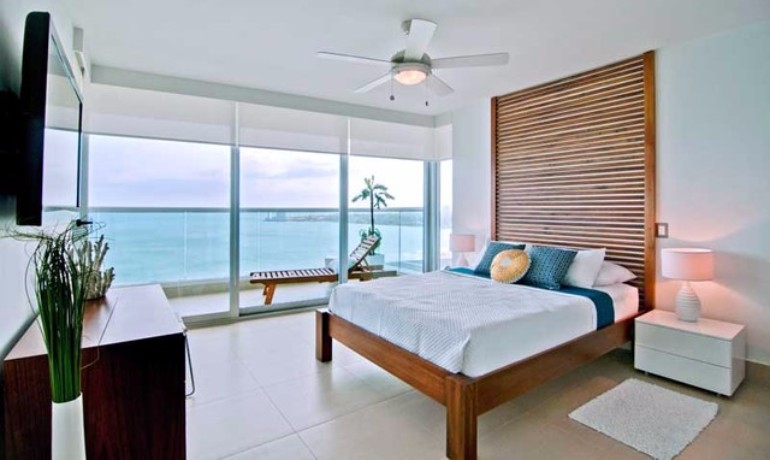 50 dazzling master bedrooms with an ocean view master for Blue beach bedroom ideas