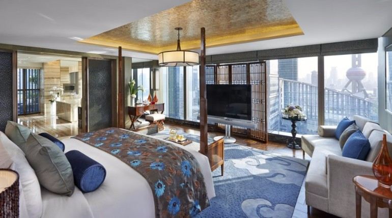 luxury hotel room 10 Sumptuous Luxury Hotel Room Designs Presidential Suite at the Mandarin Oriental luxurious hotel rooms luxury hotel rooms bedroom inspiration ideas