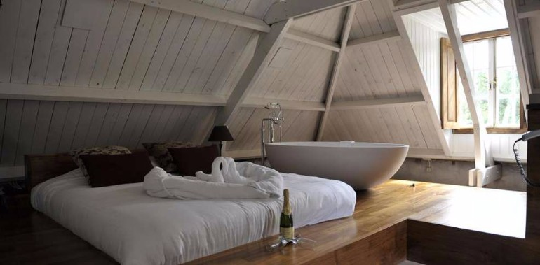 loft interior loft interior Loft Interiors With Marvelous Bedrooms beautiful sleek loft interior modern bedroom decoration ideas interior design bathtub attic small bedroom