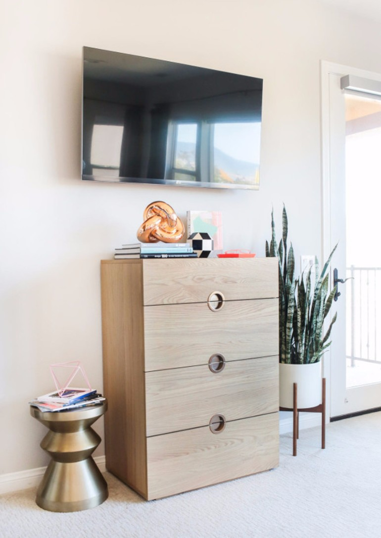master bedroom Design Project: Modern Master Bedroom by Orlando Soria contemporary bedroom golden stool tv cabinet master bedroom ideas modern bedroom design orlando soria