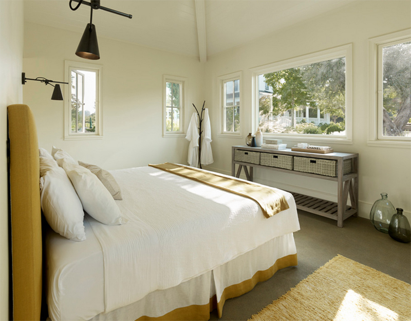 cozy bedroom Cozy Bedroom Décor in Farmhouse Style gorgeous white bedroom farmhouse decor inspiration ideas modern master bedrooms rustic design