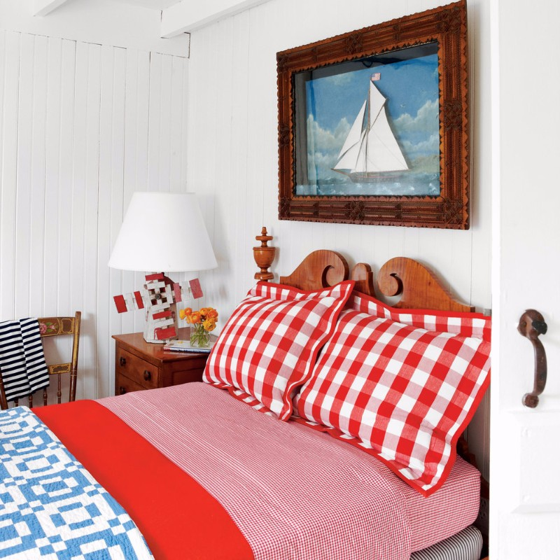 guest bedroom Fresh Summer Inspired Guest Bedrooms red chess pillows guest bedroom design summer trends 2017 modern bedroom ideas