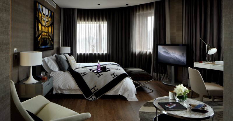 bedroom design Bedroom Designs by Top Interior Designers: Tara Bernerd Black master bedroom design tara bernerd modern bedroom