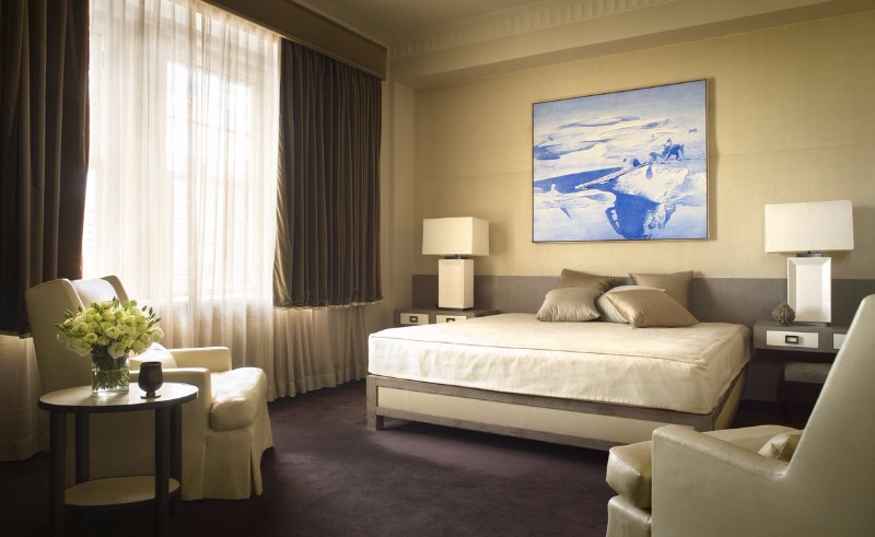 neutral bedroom 10 Smooth Neutral Bedrooms by Famous Interior Designers Blue painting over beige tones at Pierre Hotel