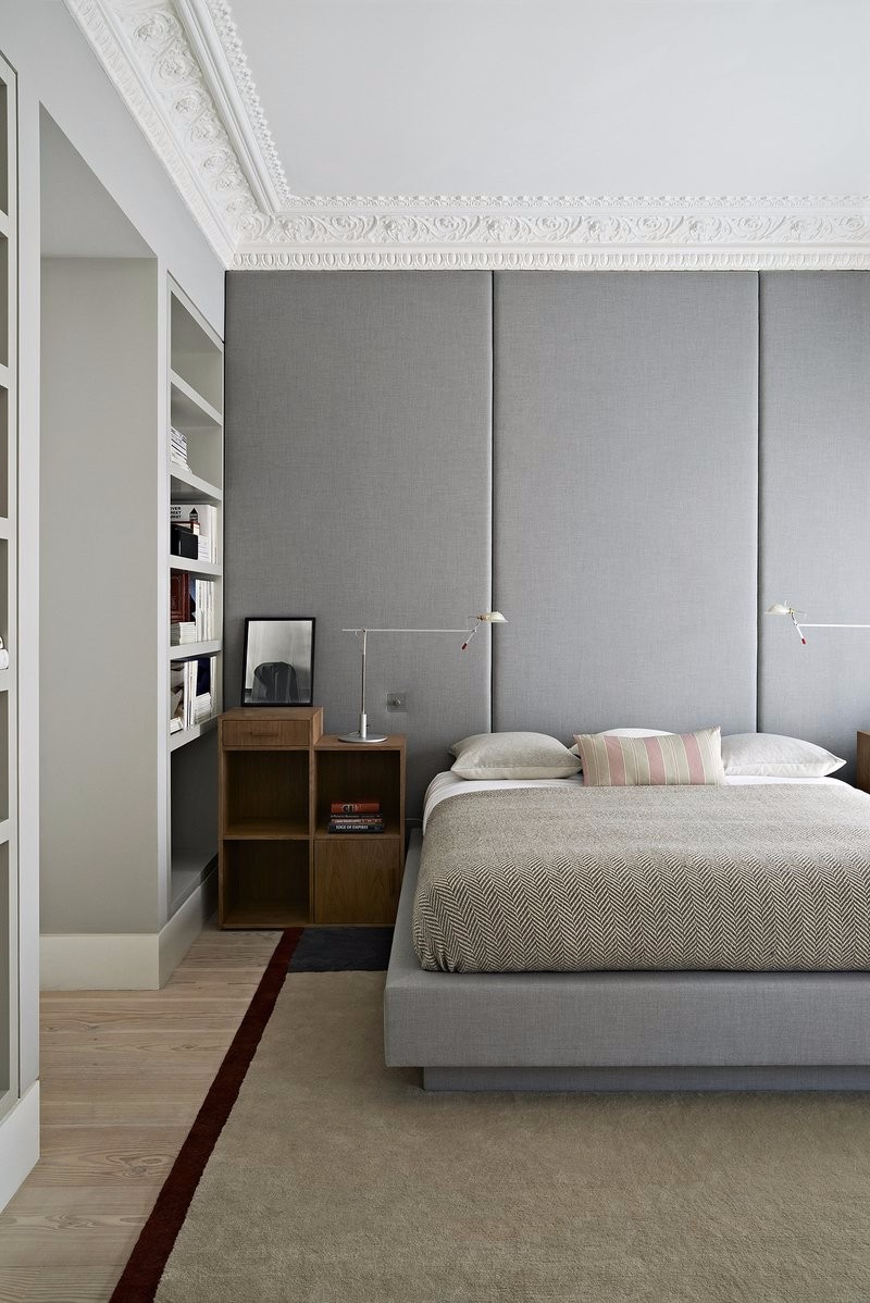 one night stand One Night Stand Ideas for Subtle Master Bedrooms Contemporary grey bedroom design by Waldo Studio