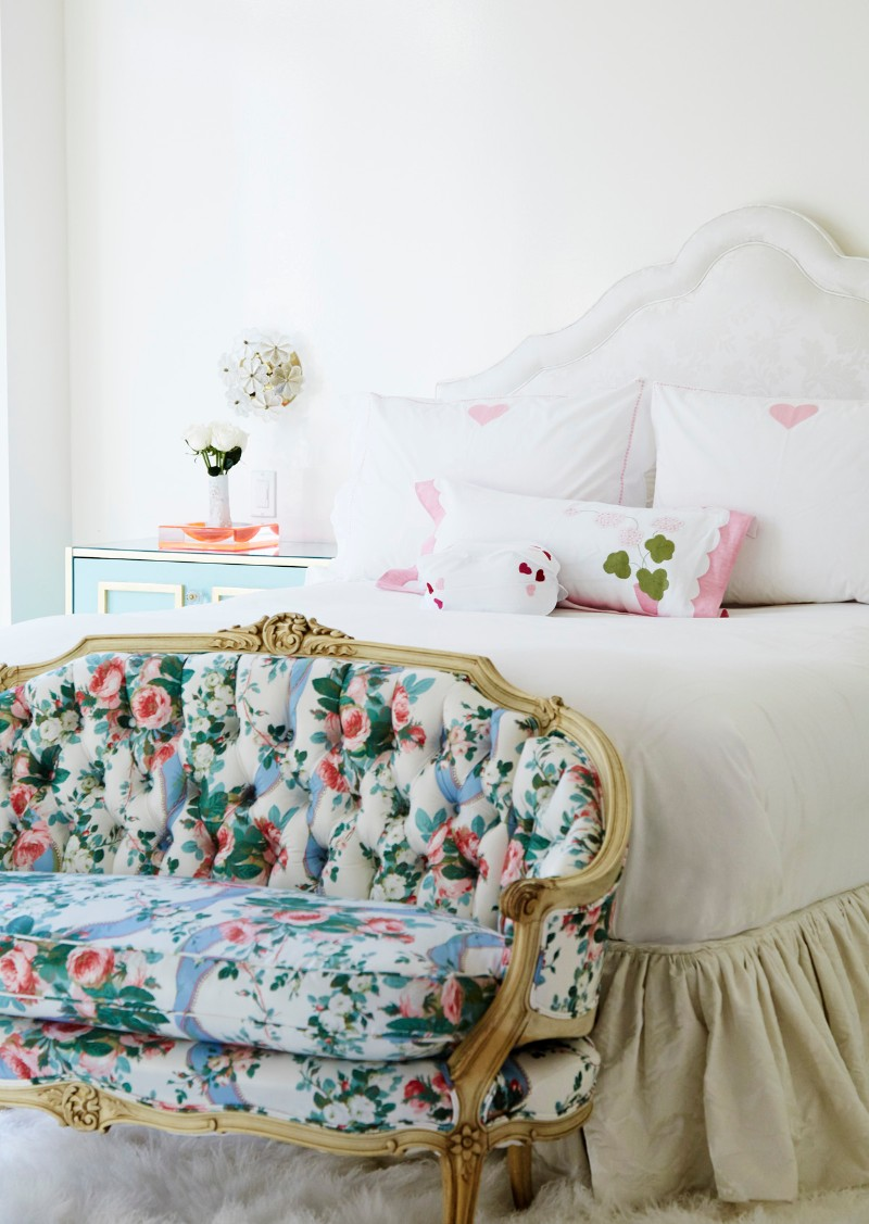 bedroom design bedroom design Bedroom Designs by Top Interior Designers: Sasha Bikoff inspiring bedroom floral patterns master bedrom design ideas modern bedroom design 3