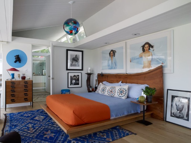 floor design 14 Charming Bedrooms with Wood Floor Design Colorful bedroom design with blue and orange by Trip Haenisch