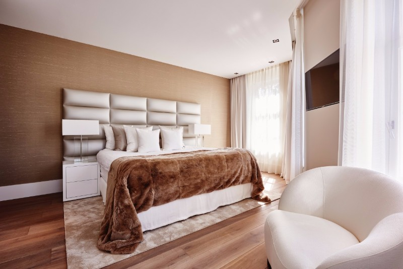 bedroom design Bedroom designs by Top Interior Designers: Eric Kuster charming bedroom design with charming fur rug master bedroom design ideas modern bedroom decor
