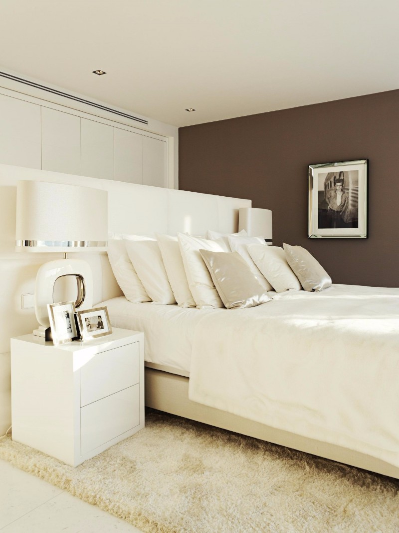 bedroom design Bedroom designs by Top Interior Designers: Eric Kuster charming white modern master bedroom design by eric kuster