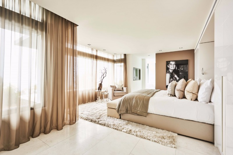 bedroom design Bedroom designs by Top Interior Designers: Eric Kuster soothing cream bedroom inspiration design ideas eric kuster master bedroom modern interior design