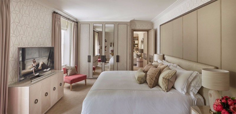 bedroom design Bedroom Designs By Top Interior Designers: Helen Green the berkeley london charming bedroom design in cream tones by helen green