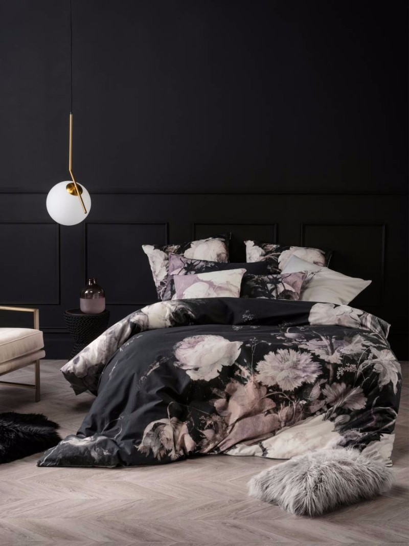 black and white bedroom 10 Sharp Black and White Bedroom Designs black and white bedroom design with flower patterns black walls inspiration interior design ideas