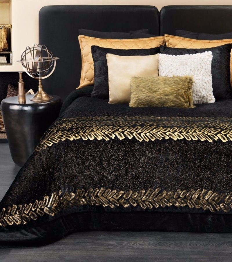 Mystery charm with 10 black bedrooms master bedroom ideas for Black gold bedroom designs