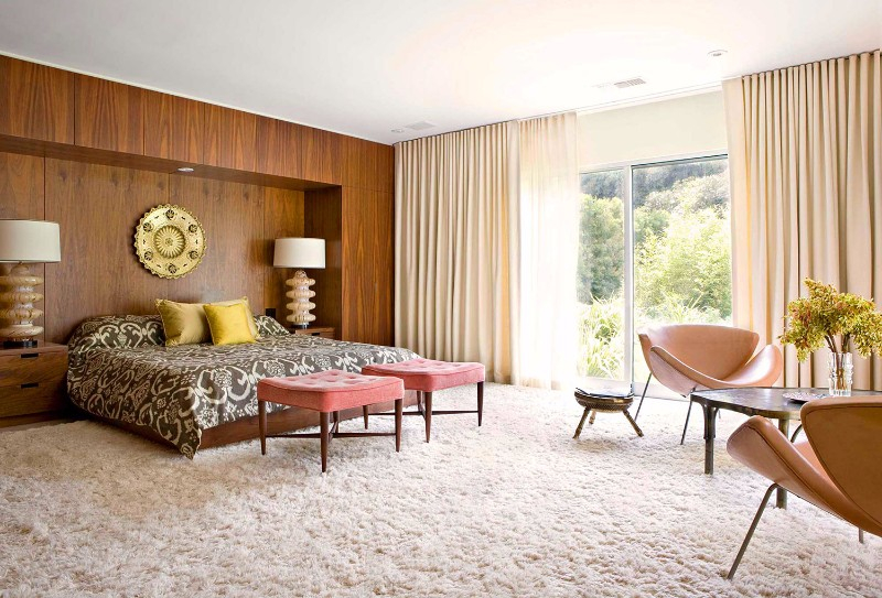 mid-century modern 10 Master Bedrooms in Mid-Century Modern Style charming mid century modern bderoom beautiful rug modern leather armchairs