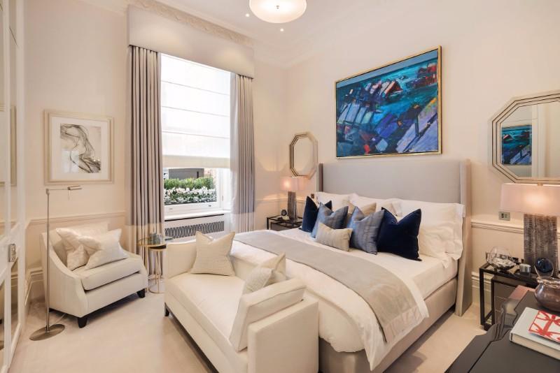 bedroom design Bedroom Designs by Top Interior Designers: Katharine Pooley katharine pooley modern master bedroom design enismore gardens
