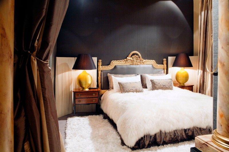 master bedroom 10 Master Bedrooms with Gold Accent Décor gorgeous bedroom design with golden details master bedroom ideas modern bedroom decor