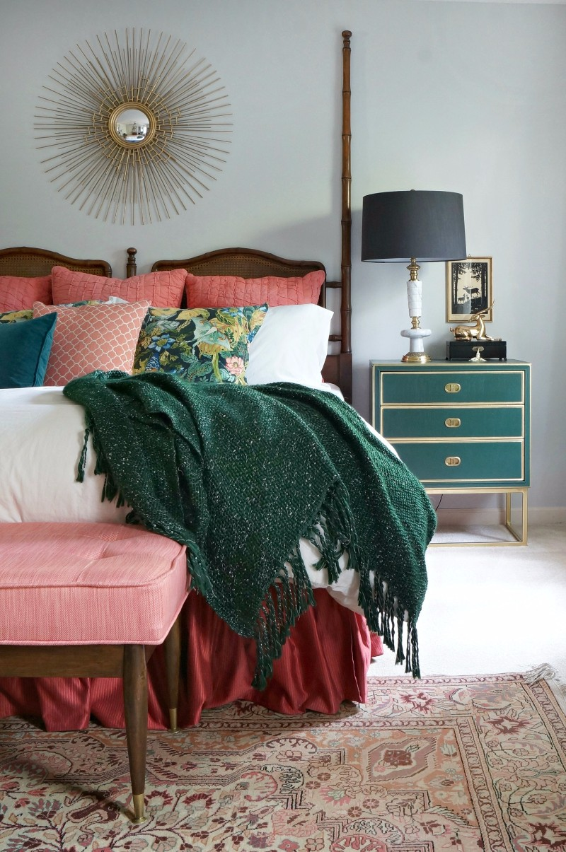 green bedroom 10 Stunnning Emerald Green Bedroom Designs emerald green bedroom design ideas interior design inspiration