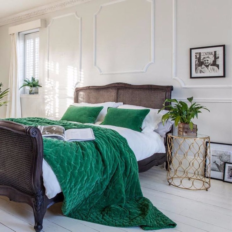 green bedroom 10 Stunnning Emerald Green Bedroom Designs emerald green bedroom design ideas master bedroom design bedroom decor
