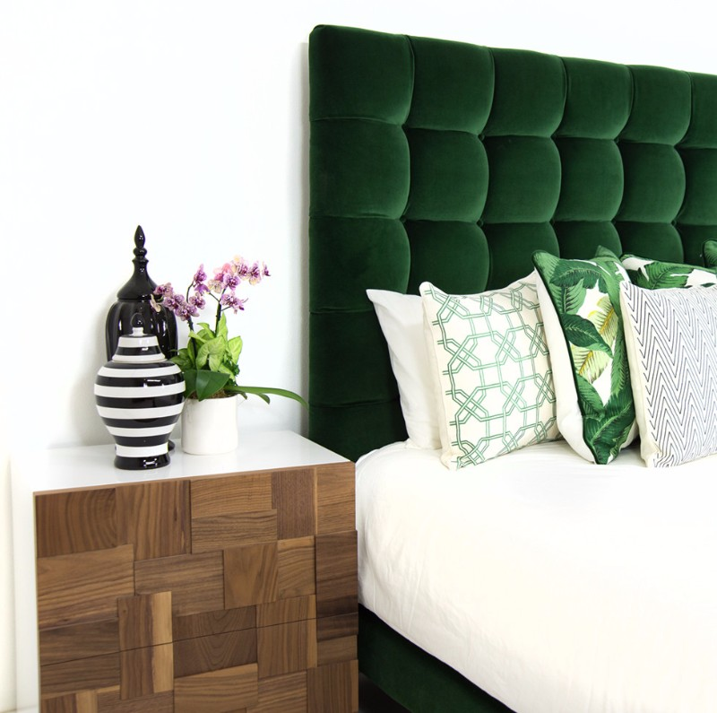 green bedroom 10 Stunnning Emerald Green Bedroom Designs emerald green master bedroom design ideas bedroom decor