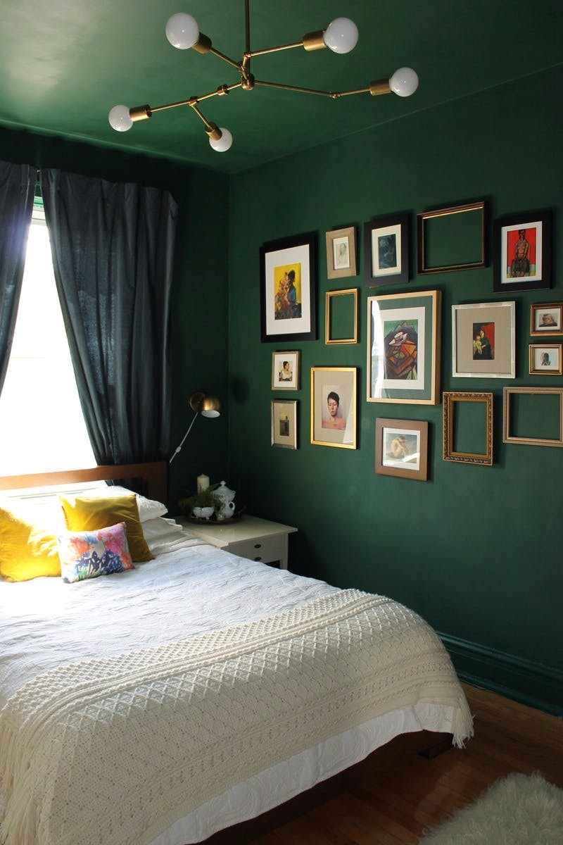 green bedroom 10 Stunnning Emerald Green Bedroom Designs master bedroom design ideas bedroom decor master bedroom interior design