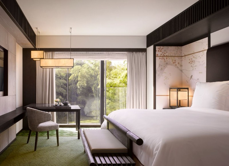 10 hotel room designs by hirsch bedner associates master for Hotel room decor
