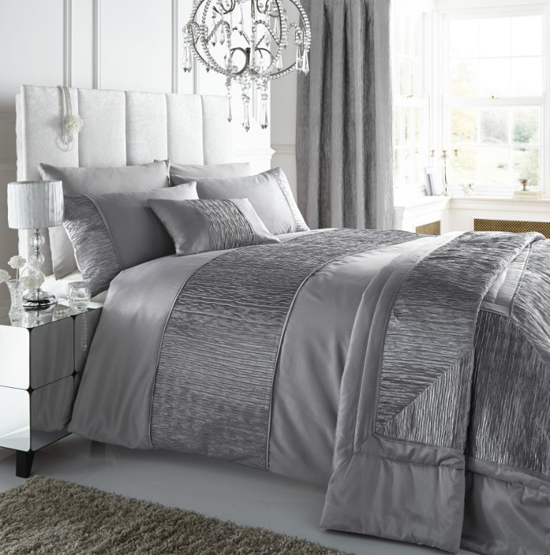bedroom textiles luxury textiles Luxury Textiles for A Luxurious Master Bedroom Luxury Master Bedrooms By Famous Interior Designers4 2
